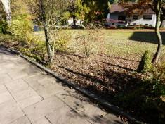 vorher: berachliegender Streifen an Ev. Kirche, Mehlbach