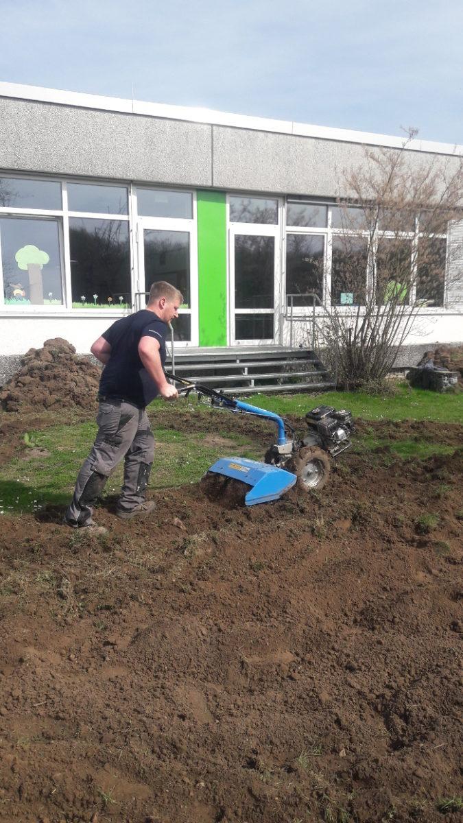Eine Bodenfräse kann einiges erleichtern