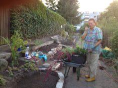 Die Fortschritte sprachen sich in der Kolonie herum und immer mehr Pflanzen belebten nach und na ...