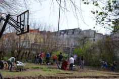 Erste Vorbereitungen der Umnutzung der versiegelten Fläche (Kugelstoßanlage) im März 2017