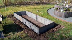 Auf einer Fläche von 3qm, 3 x 1 Meter wird hier unser Bienen-Beet angelegt mit winterharten Stau ...