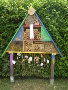 Unser restauriertes Insektenhotel – wir hoffen, bald viele neue Gäste begrüßen zu können.  ...