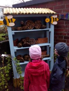 Wildbienenhaus wurde eingerichtet.