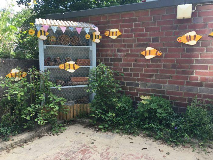 Wildbienenhaus ist fertig