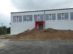 Nach der Sanierung der Schulturnhalle mussten sämtliche Flächen neu gestaltet werden.