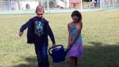 In jeder Schulpause wird Kanne um Kanne angeschleppt – wenn man zu zweit ist machts mehr S ...