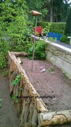 Pflanzfertiges Hochbeet aus Holz