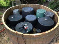5. Schritt: Maxi-Moor: Jetzt kommen die Wasserbehälter rein