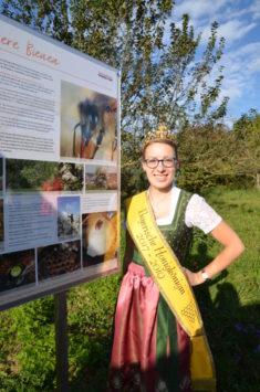 Sogar die bayerische Honigkönigin kam zur Einweihung des Bienenhauses und der Bienenweide
