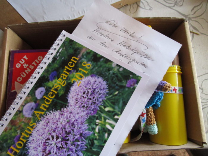 Päckchen mit dem Saatgut u.a. gepackt
