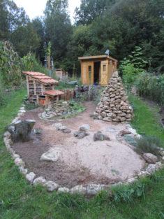 fertig gestaltete und bepflanzte Hot-Spot-Zone 2