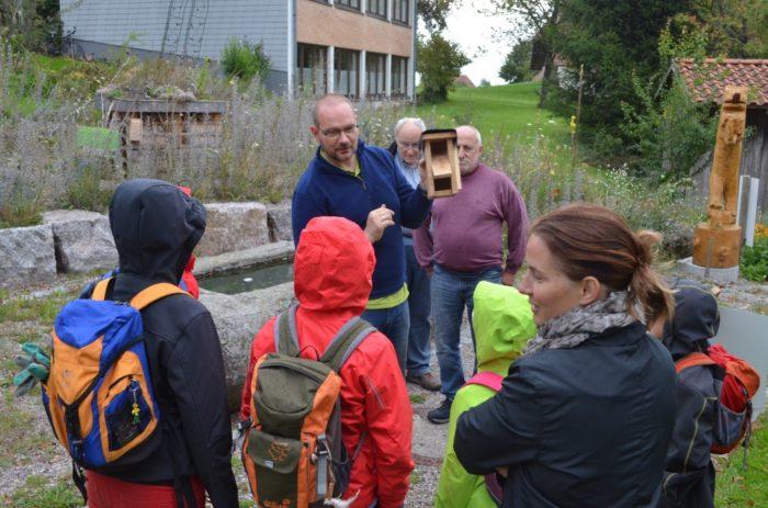 Hotzenwald: Haselmauskästen zeigen und erklären